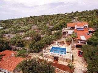 5 bedroom Villa in Velike Kuknjare, Croatia - 5563486