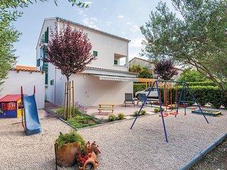 3 bedroom Villa in Kastel Novi, Splitsko-Dalmatinska Zupanija, Croatia : ref 556