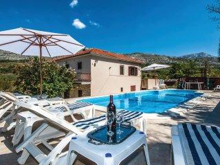 3 bedroom Villa in Srinjine, Splitsko-Dalmatinska Županija, Croatia : ref 556345