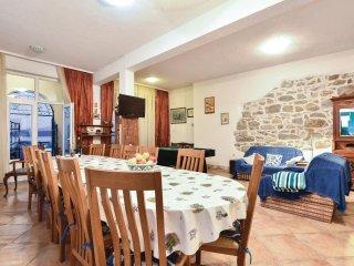 6 bedroom Villa in Igrane, Splitsko-Dalmatinska A1/2upanija, Croatia : ref 5563369