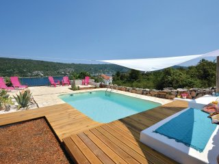 3 bedroom Villa in Mali Drvenik, Croatia - 5563305