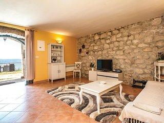 2 bedroom Villa in Sumpetar, Splitsko-Dalmatinska Županija, Croatia : ref 55632