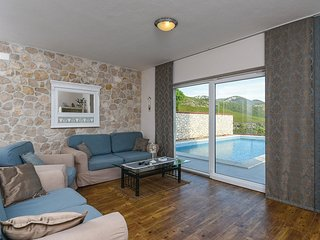 3 bedroom Villa in Kremena, Dubrovačko-Neretvanska Županija, Croatia : ref 55630
