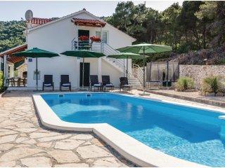 4 bedroom Villa in Stomorska, Splitsko-Dalmatinska Zupanija, Croatia : ref 55629