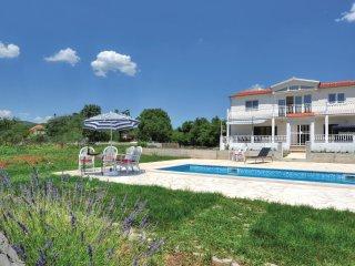 4 bedroom Villa in Trnbusi, Splitsko-Dalmatinska Županija, Croatia : ref 5562825