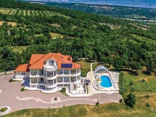 5 bedroom Villa in Vukmani, Splitsko-Dalmatinska Zupanija, Croatia - 5562813