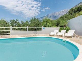 9 bedroom Villa in Makarska, Splitsko-Dalmatinska Zupanija, Croatia : ref 556280