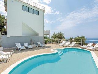 9 bedroom Villa in Makarska, Splitsko-Dalmatinska Županija, Croatia : ref 556280