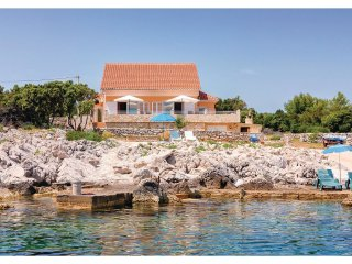 2 bedroom Villa in Pokrivenik, , Croatia : ref 5562588