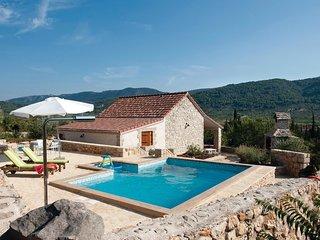 1 bedroom Villa in Stari Grad, Splitsko-Dalmatinska Zupanija, Croatia : ref 5562