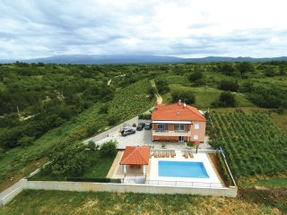 3 bedroom Villa in Caporice, Splitsko-Dalmatinska Zupanija, Croatia : ref 556252