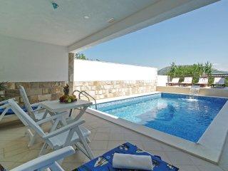 9 bedroom Villa in Umcani, Splitsko-Dalmatinska Zupanija, Croatia : ref 5562468