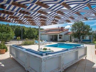 4 bedroom Villa in Zuzuli, Splitsko-Dalmatinska Zupanija, Croatia : ref 5562469