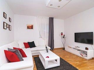 4 bedroom Villa in Klanac, Splitsko-Dalmatinska Županija, Croatia : ref 5562463