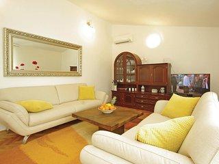 4 bedroom Villa in Milasi, Splitsko-Dalmatinska Županija, Croatia : ref 5562404