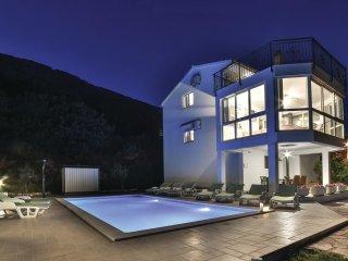 4 bedroom Villa in Odza, Splitsko-Dalmatinska Zupanija, Croatia : ref 5562389