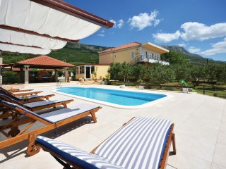 2 bedroom Villa in Kastel Luksic, Splitsko-Dalmatinska Zupanija, Croatia : ref 5