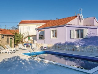 2 bedroom Villa in Apatija, Splitsko-Dalmatinska Županija, Croatia : ref 5562317