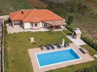 4 bedroom Villa in Juričići, Splitsko-Dalmatinska Županija, Croatia : ref 556227