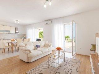 5 bedroom Villa in Kaštel Kambelovac, Splitsko-Dalmatinska Županija, Croatia : r