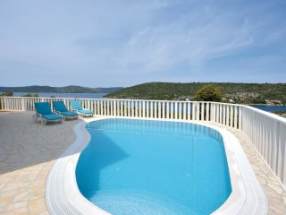 4 bedroom Villa in Mali Drvenik, Croatia - 5562245