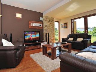 4 bedroom Villa in Rapovac, Splitsko-Dalmatinska Zupanija, Croatia : ref 5562224