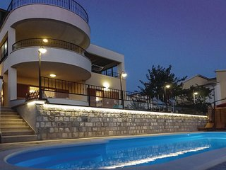 5 bedroom Villa in Mravince, Splitsko-Dalmatinska Zupanija, Croatia : ref 556216
