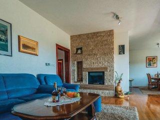 4 bedroom Villa in Zmijavci, Splitsko-Dalmatinska Županija, Croatia : ref 556212