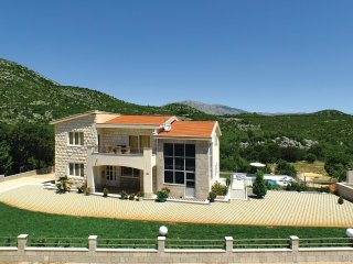 4 bedroom Villa in Jovici Mucki, Splitsko-Dalmatinska Zupanija, Croatia : ref 55