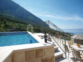 3 bedroom Villa in Veliko Brdo, Splitsko-Dalmatinska Županija, Croatia : ref 556