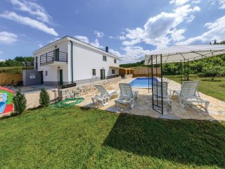 3 bedroom Villa in Karini, Splitsko-Dalmatinska Zupanija, Croatia - 5562076