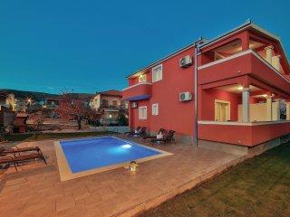 4 bedroom Villa in Donji Seget, Splitsko-Dalmatinska Županija, Croatia : ref 556