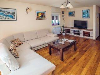 4 bedroom Villa in Imotski, Splitsko-Dalmatinska Županija, Croatia : ref 556204