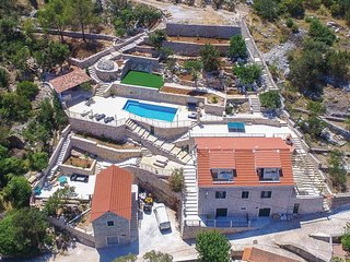 5 bedroom Villa in Losischie, Splitsko-Dalmatinska Zupanija, Croatia : ref 55618