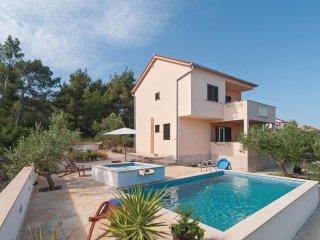 3 bedroom Villa in Sutivan, Splitsko-Dalmatinska Zupanija, Croatia : ref 5561853