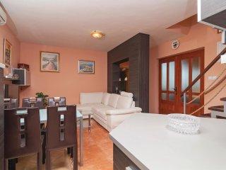 4 bedroom Villa in Škrip, Splitsko-Dalmatinska Županija, Croatia : ref 5561855
