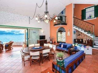 4 bedroom Villa in Splitska, Splitsko-Dalmatinska Županija, Croatia : ref