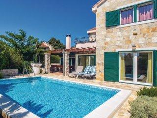 4 bedroom Villa in Praznice, Splitsko-Dalmatinska Zupanija, Croatia : ref 556177