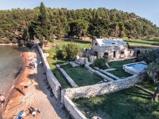 2 bedroom Villa in Postira, Splitsko-Dalmatinska Zupanija, Croatia : ref 5561766