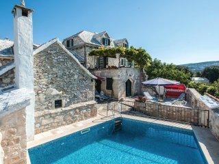 3 bedroom Villa in Donji Humac, Splitsko-Dalmatinska Županija, Croatia : ref 556