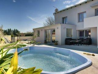 2 bedroom Apartment in Liznjan, Istria, Croatia : ref 5561272