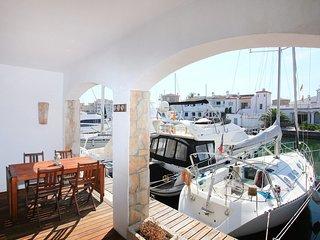 4 bedroom Villa in Empuriabrava, Catalonia, Spain - 5561045
