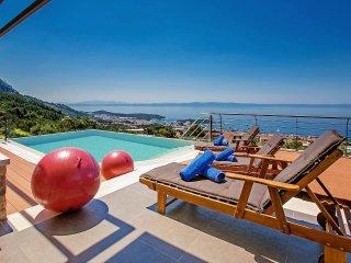 4 bedroom Villa in Veliko Brdo, Splitsko-Dalmatinska Županija, Croatia : ref 555