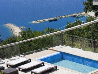 4 bedroom Villa in Jesenice, Splitsko-Dalmatinska Županija, Croatia : ref 555925