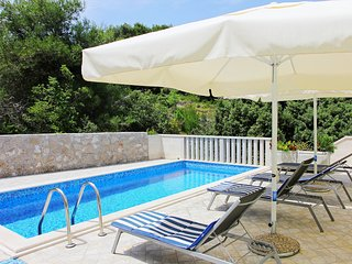 5 bedroom Villa in Splitska, Splitsko-Dalmatinska Zupanija, Croatia : ref 555784
