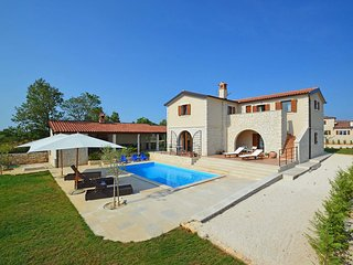4 bedroom Villa in Čabrunići, Istria, Croatia : ref 5558526
