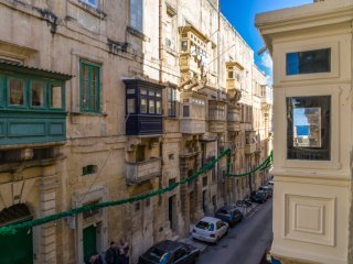 Valletta - Refurbished Two Bedroom Townhouse in a Tranquil Street