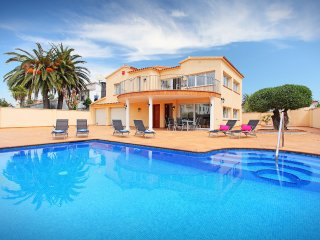 5 bedroom Villa in Empuriabrava, Catalonia, Spain : ref 5556537