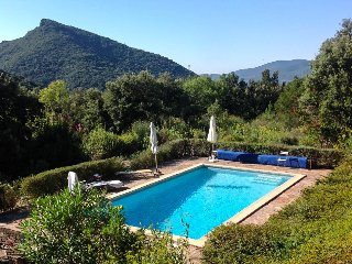Stunning secluded counrty cottage with pool for 8 people