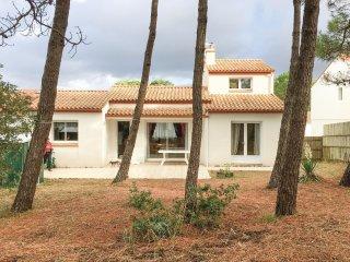 3 bedroom Villa in La Tranche-sur-Mer, Pays de la Loire, France : ref 5552207
